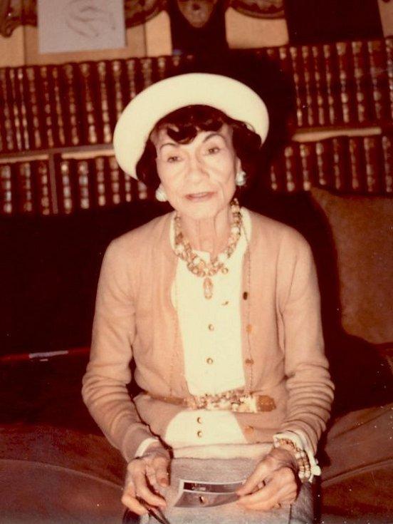 Módní návrhářka Coco Chanel v roce 1970