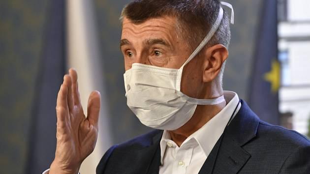 Premiér Andrej Babiš (ANO) vystoupil 30. března 2020 v Praze na tiskové konferenci po schůzi vlády k aktuálnímu vývoji ohledně šíření koronaviru