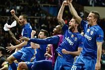 Fotbalisté Juventusu slaví postup do semifinále Ligy mistrů.