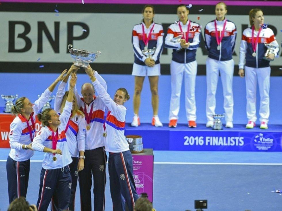 České tenistky porazily ve Finále Fed Cupu Francii.