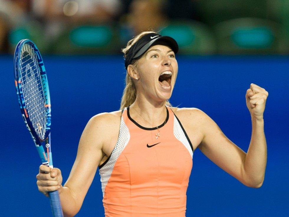 Maria Šarapovová se raduje z postupu do čtvrtfinále Australian Open.