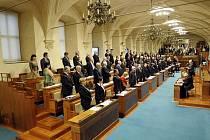 První schůze Senátu v povolebním složení se konala 24. listopadu v Praze.
