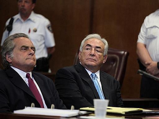 Obviněný Strauss-Kahn u soudu.
