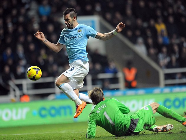 Alvaro Negredo dal druhý gól a pojistil výhru Manchesteru City
