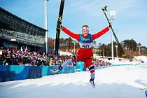 Ragnhild Hagaová se raduje z olympijského zlata ve volné desítce.