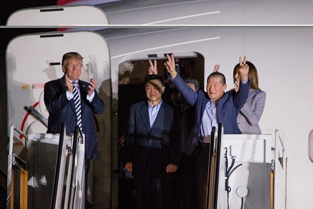 Donald Trump s manželkou Melanií vítá propuštěné vězně