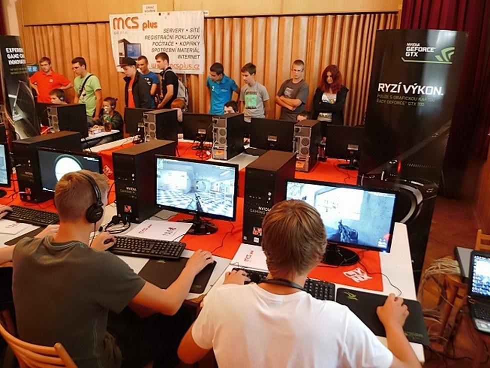 Lynx LAN Tour 2013, první ročník série turnajů v oblíbených počítačových hrách.