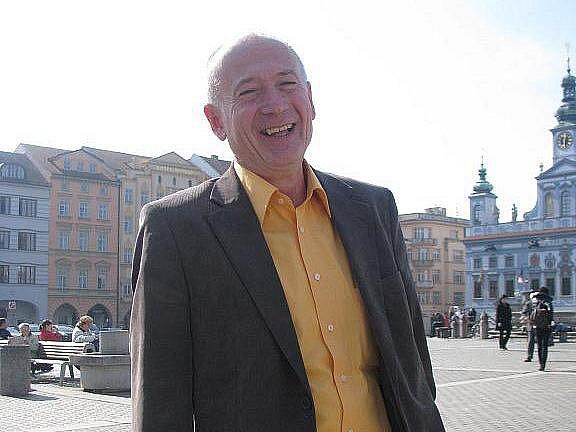 Jan Fíla se živí jako taneční mistr. Kurzy vede v řadě jihočeských měst, má již tisíce absolventů.