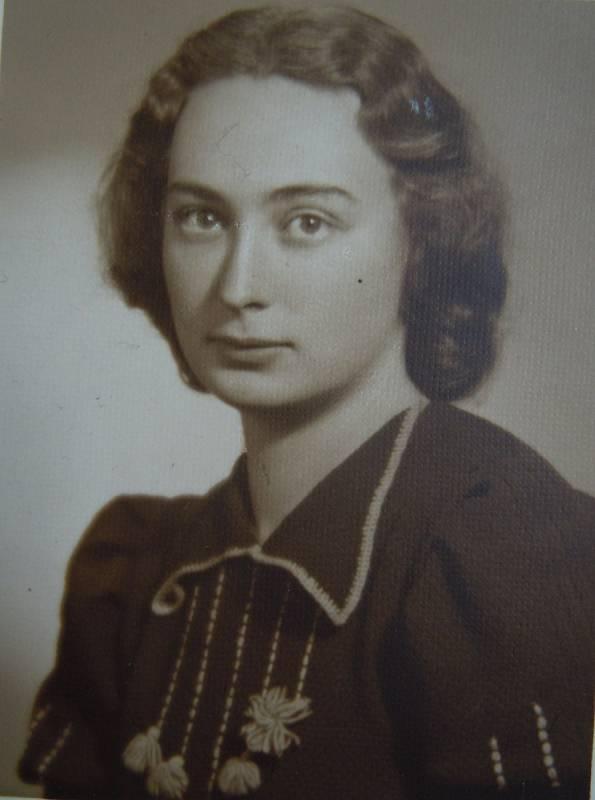 Jarmila Weinbergerová v tanečních, rok 1941.
