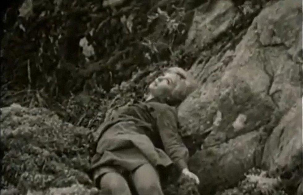 Sériového vraha zásadně ovlivnily scény násilných úmrtí mladých dívek ze sovětského válečného filmu ...a jitra jsou zde tichá