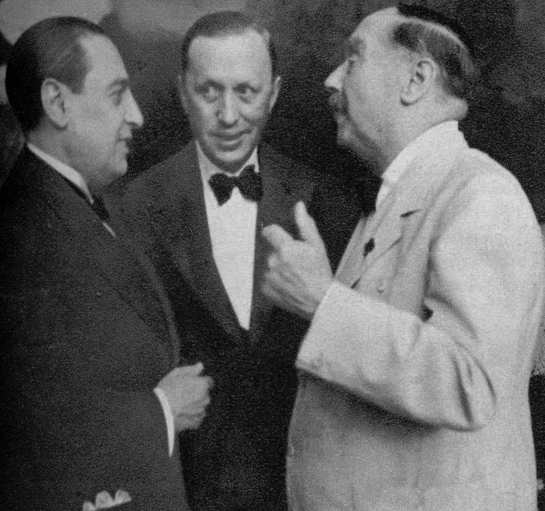 Karel Čapek se španělským velvyslancem Luise Jiménesem a britským spisovatelem H. G. Wellsem