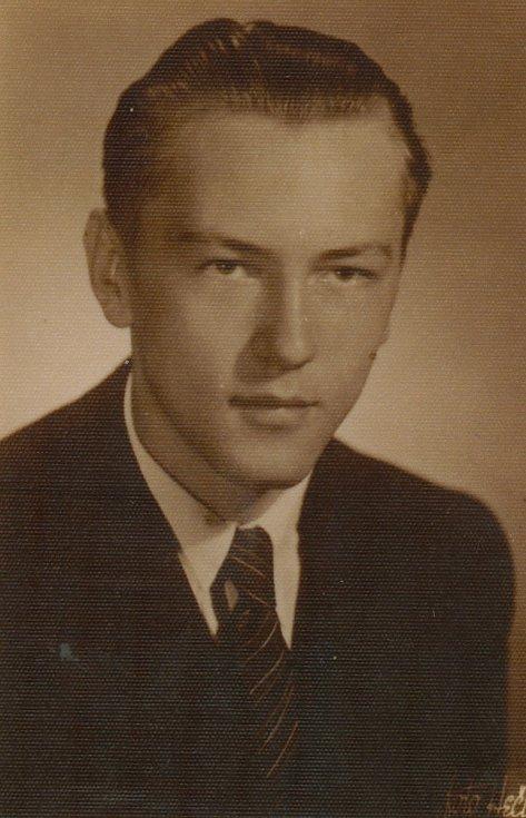 Ludvík Armbruster jako středoškolský student, Ústí nad Labem, 1945
