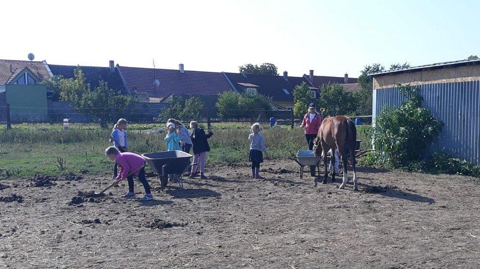 Děti z Neškoly Vranovice. Projekt alternativního vzdělávání.
