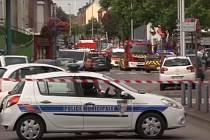 Dva ozbrojenci zajali pět rukojmí v kostele v severní Francii. Faráře, který byl mezi jejich zajatci, zabili.