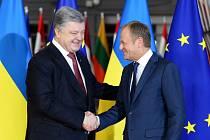 Ukrajinský prezident Petro Porošenko a předseda Evropské rady Donald Tusk