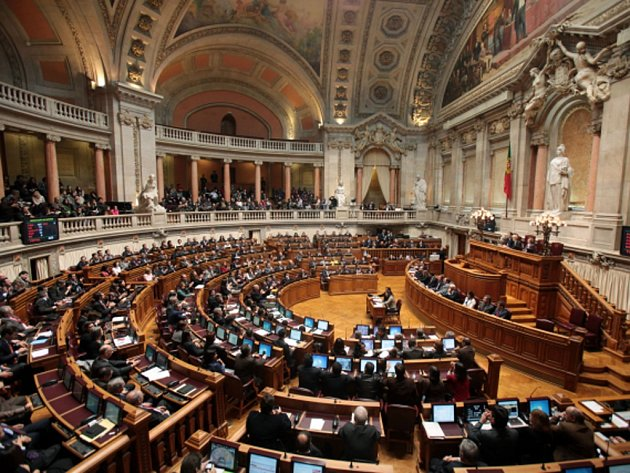 Portugalský parlament dnes odhlasoval výzvu, aby vláda premiéra Pedra Passose Coelha uznala palestinský stát. Ruku pro ni zvedli nejen členové středopravé koalice, ale i opoziční socialisté. Ilustrační foto.
