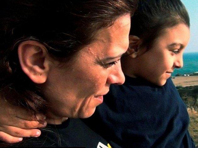 Raghda na snímku se svým nejmladším synem Bobem.