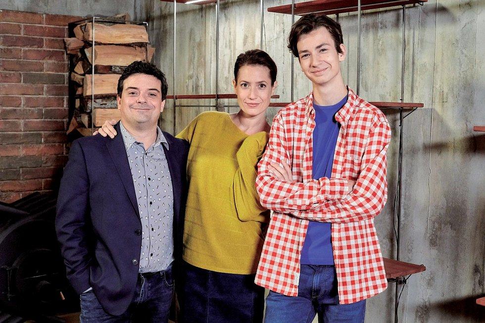 Lenka Zahradnická v seriálu Ulice hraje jejího partnera Filip Rajmont a syna Antonio Šoposki.
