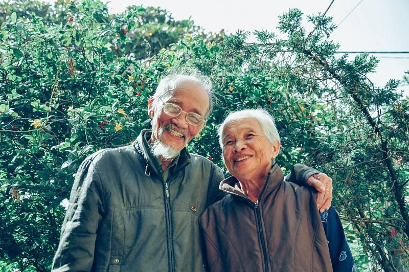 Na světě by podle britských novin Daily Star mělo v současnosti žít téměř půl milionu lidí, kterým je více než sto let. Osob starších 110let by mělo být zhruba kolem šesti stovek.