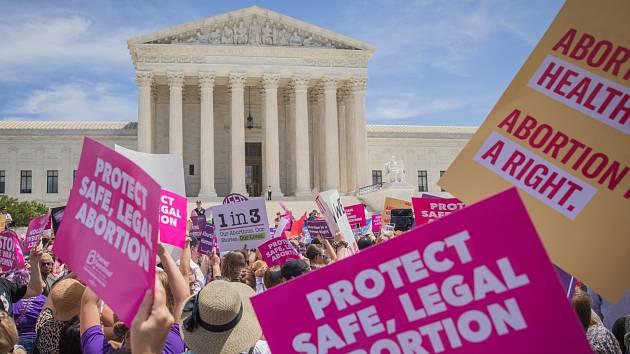 Zpřísňování interrupčních zákonů vyvolává v USA nemalé vášně.