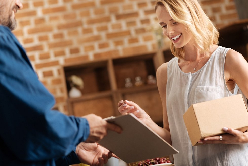 On-line nákupy, platba, dobírka. Ilustrační foto