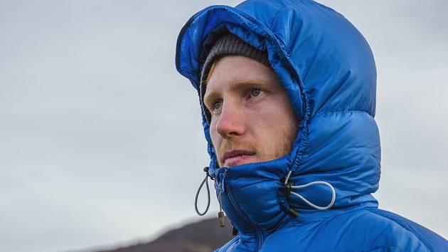 Péřová bunda je pro mrazivé dny ideální. Je lehká svelkou výhřevností
