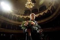 Režisér Jan Švankmajer převzal Křišťálový globus za mimořáný umělecký přínos světové kinematografii při 44. ročníku mezinárodního filmového festivalu v Karlových Varech.