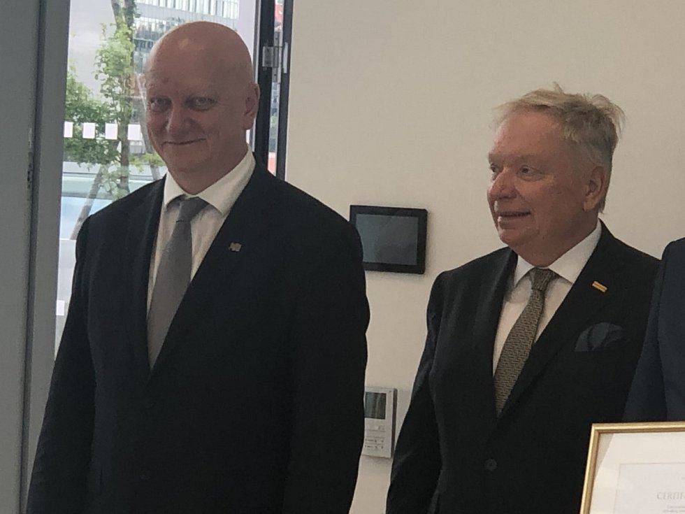 Rektor ČVUT Vojtěch Petráček (vlevo) a prezident Česko-izraelské smíšené obchodní komory Pavel Smutný