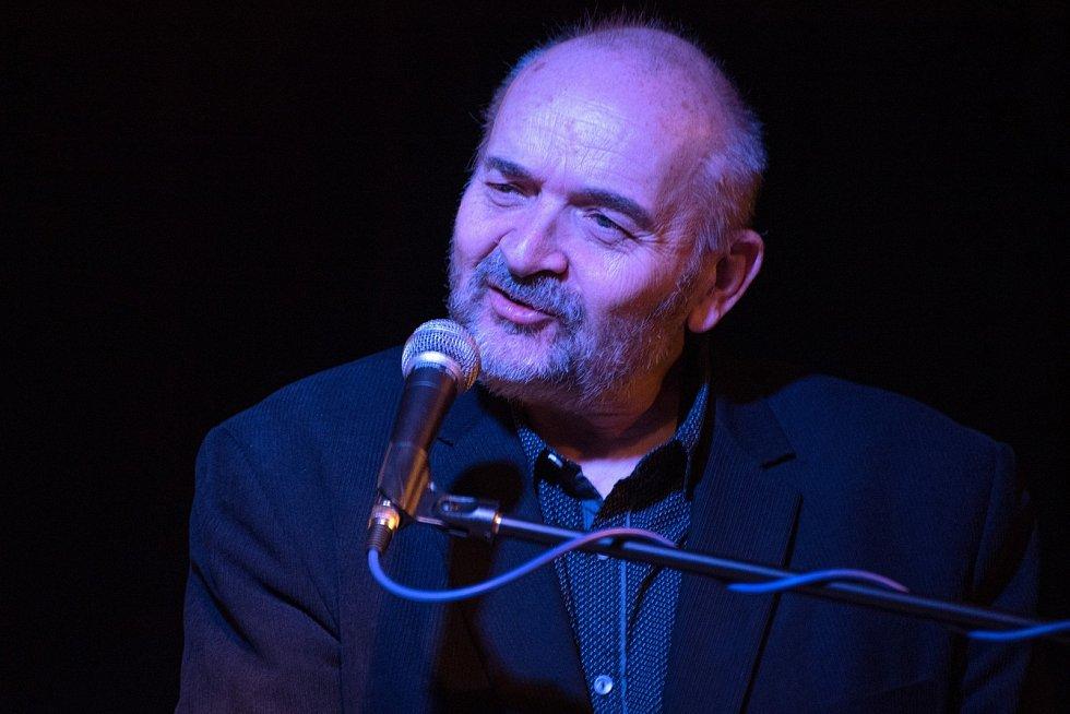 Písničkář a spisovatel Jan Burian