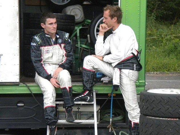 Tovární tým Škoda Motorsport i jeho jezdci Juha Hänninen (vpravo) a Jan Kopecký při testech před Barum rally na Valašsku v Malé Bystřici.