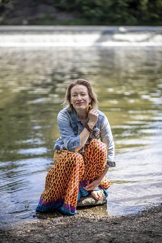 Helena Dvořáková: Když jsem se o něco příliš snažila, zjistila jsem, že zbytečně vydávám svoje síly a energii. Je dobré zas tolik se nesnažit, ale naopak zůstat stabilní. Ta stabilita dává jistotu i mým blízkým.