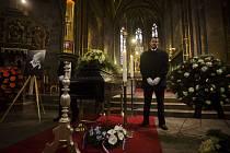 Poslední rozloučení se skladatelem Petrem Hapkou proběhlo 4. prosince v katedrále sv. Petr a Pavla na pražském Vyšehradě.