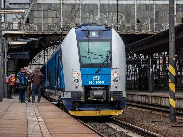 Ve středu 27. ledna vyjela na rychlíkovou linku Brno-Česká Třebová-Praha první nová vlaková jednotka InterPanter. Snímek je z pražského Hlavního nádraží.