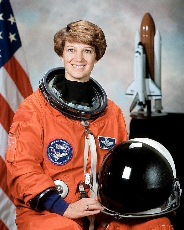 Eileen Collinsová, první pilotka a první velitelka raketoplánu v historii.
