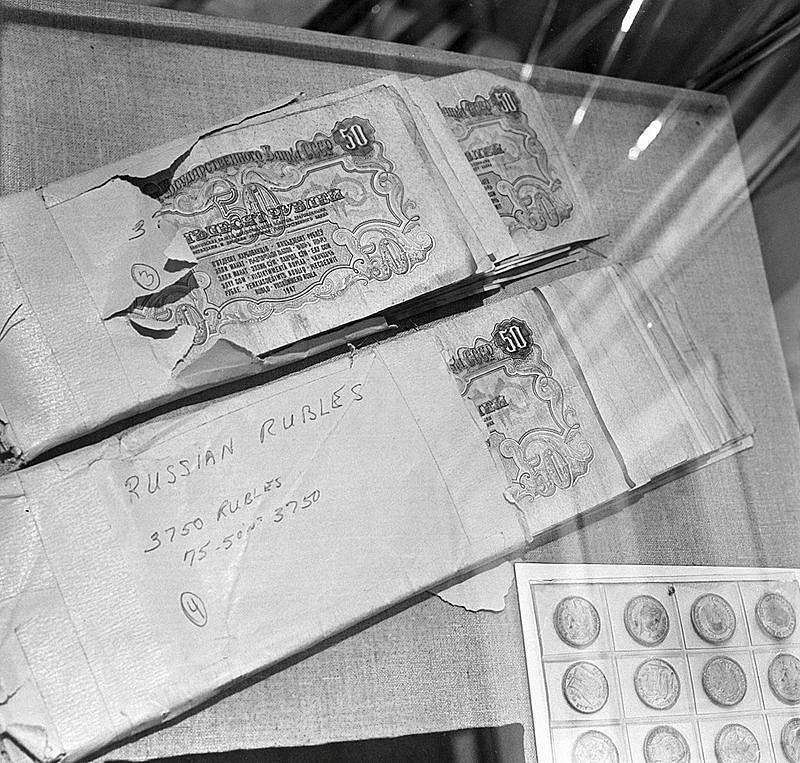 Peníze, které našly sovětské bezpečnostní orgány u amerického pilota po jeho zajetí