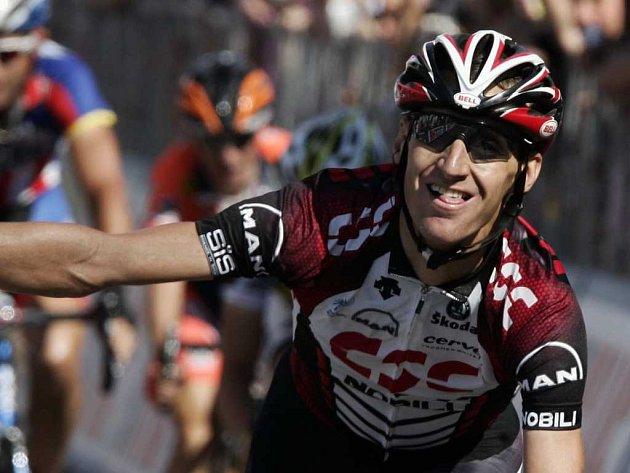 Kurt - Asle Arvesen slaví vítězství v osmé etapě etapového závodu Giro d'Italia.
