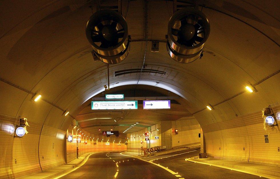 Nejdelší městský tunel v Evropě. Blanka je nejdelším městským tunelem v Evropě a nejdelším silničním tunelem v ČR.