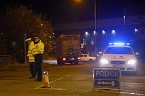 Policejní uzávěra po zhroucení budovy elektrárny.