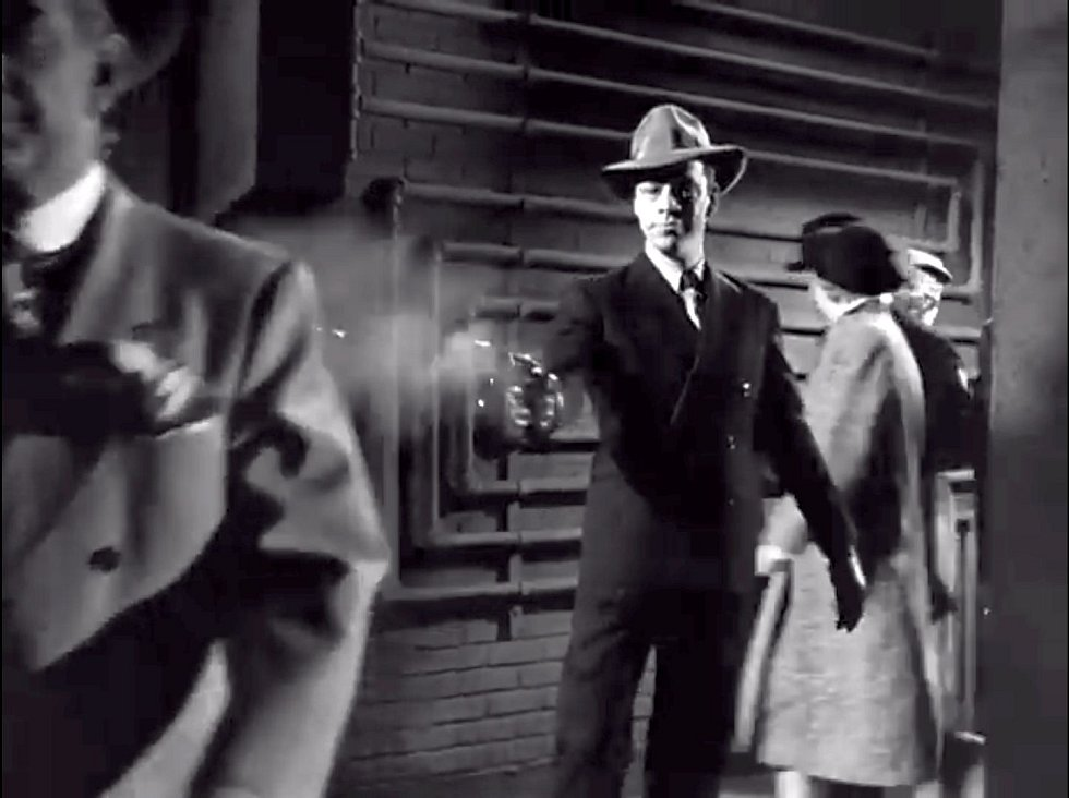 Umělecká rekonstrukce vraždy Jakea Lingleho v seriálu Nedotknutelní z roku 1959