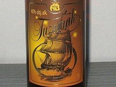 V těchto láhvích může být jedovatý alkohol.
