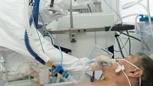 Péče o pacienta jedné z nemocnic ve středoasijském Kazachstánu