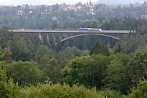 Most na D1 přes údolí Šmejkalky.