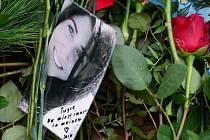 Davy lidí se dnes v Německu naposledy rozloučily se studentkou Tugce Albayrakovou, která zemřela na následky zranění utržených při bránění dvou dívek.