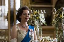 "Olivia Colmanová - Herečka Olivia Colmanová v roli královny Alžběty II. v seriálu ""The Crown."""