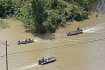 Rozsáhlé záplavy na jihu americké Louisiany jsou největší živelní pohromou od ničivého hurikánu Katrina z roku 2005.