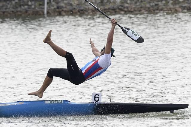 Josef Dostál a jeho zlatá skok do vody.