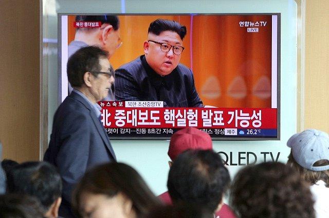 Kim Čong-un oznamuje úspěšnou jadernou zkoušku