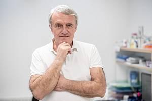Vít Petrů při fotografování pro Deník 27. března v Praze.