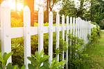 Ploty z dřevoplastu či recyklátů bývají takzvaně bezúdržbové. Jsou odolné dešti, mrazu i prudkému slunci.