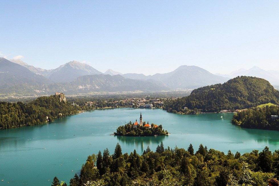 Slovinský národní park Triglav proslavilo jezero Bled a ostrůvek s kostelem.